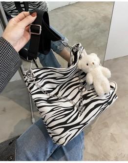 【WHB】ZEBRA BEAR CROSSBODY BAGS